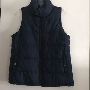 Old Navy navy blue puffer vest. Size M